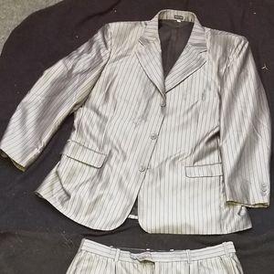 Pronto uomo three peice suit
